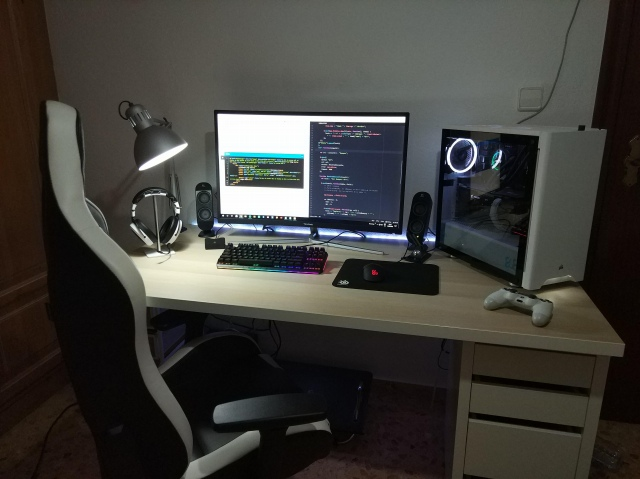 PC_Desk_148_52.jpg