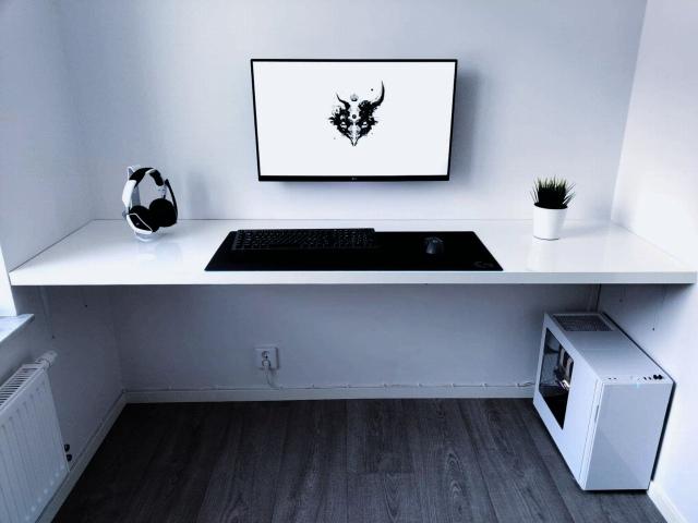 PC_Desk_148_81.jpg