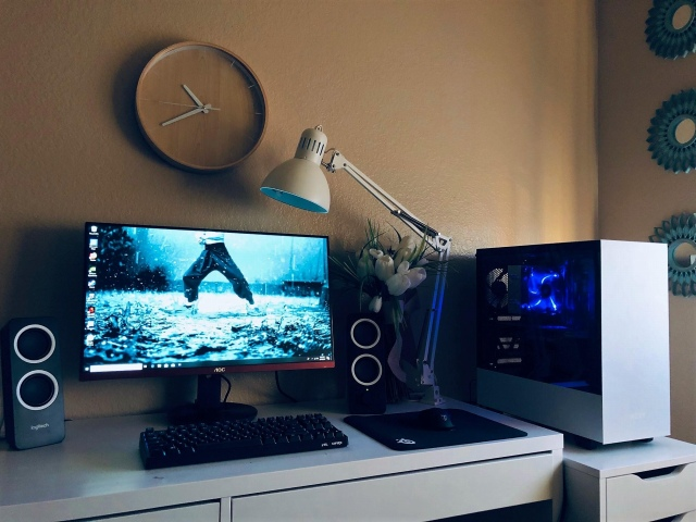 PC_Desk_148_84.jpg