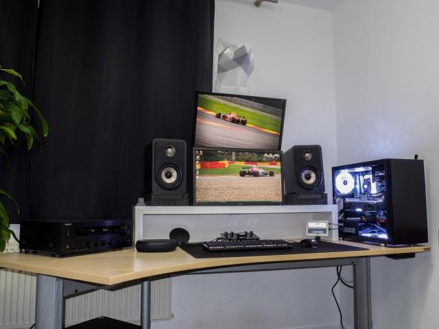 PC_Desk_148_94.jpg