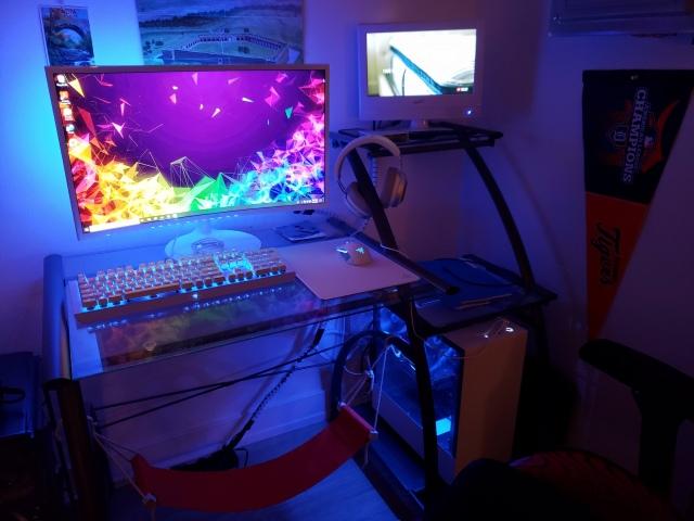 PC_Desk_148_98.jpg