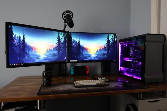 PC_Desk_149_03.jpg