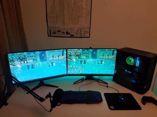 PC_Desk_149_16.jpg