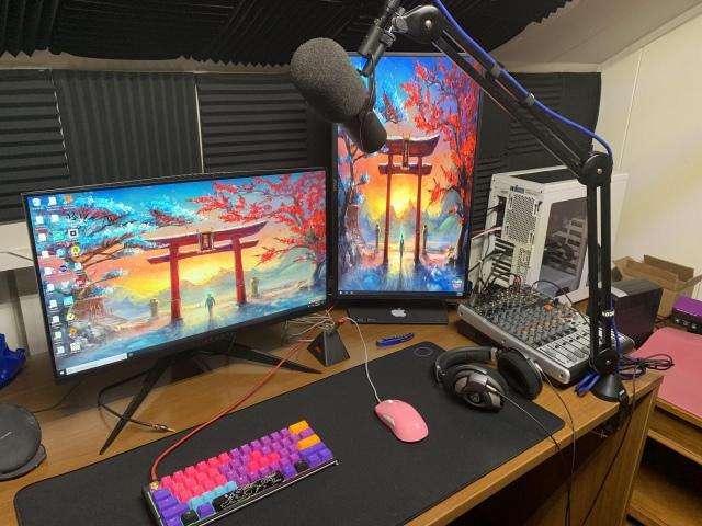 PC_Desk_150_13.jpg