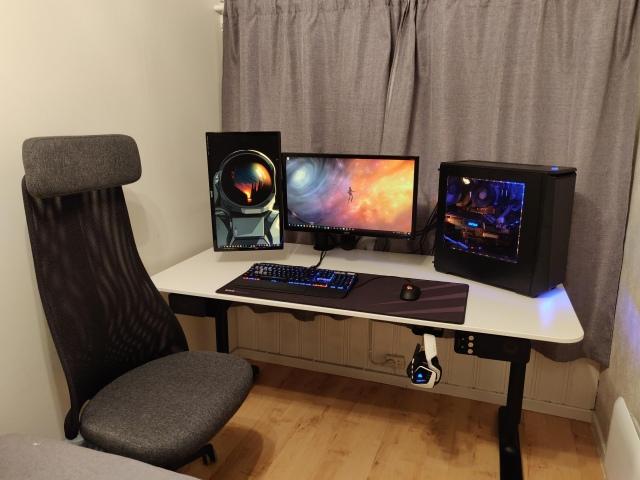 PC_Desk_150_23.jpg