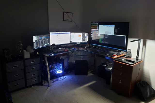 PC_Desk_150_49.jpg