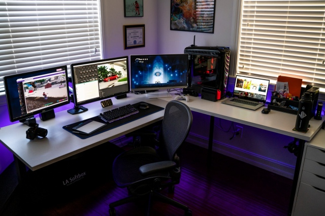 PC_Desk_150_58.jpg