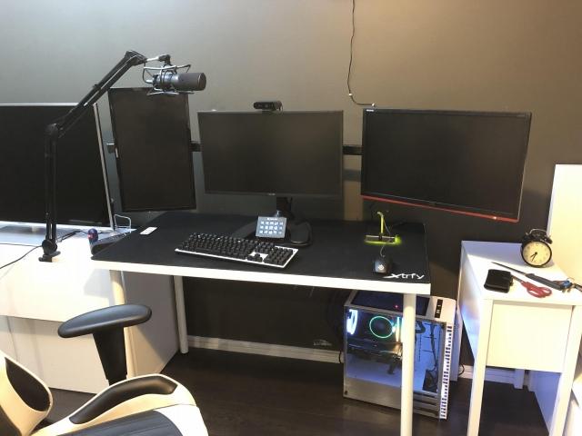 PC_Desk_150_67.jpg