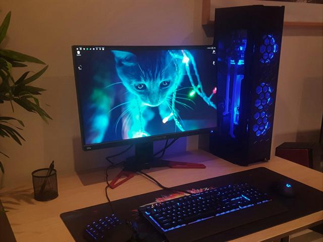 PC_Desk_150_69.jpg