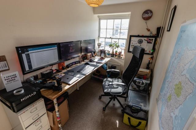 PC_Desk_150_89.jpg