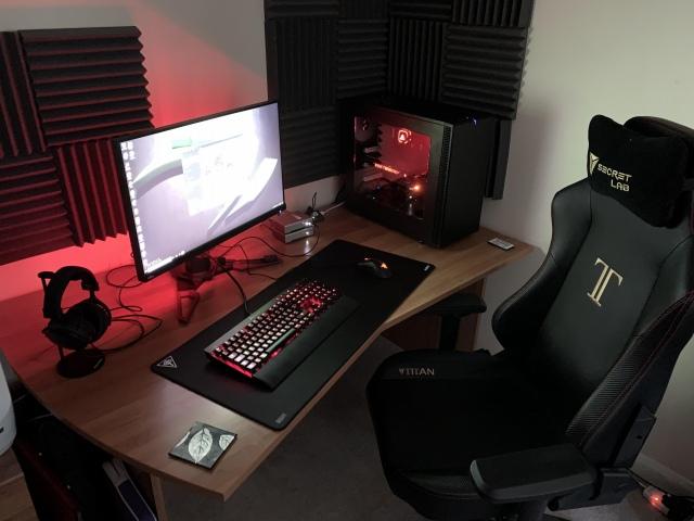 PC_Desk_150_98.jpg