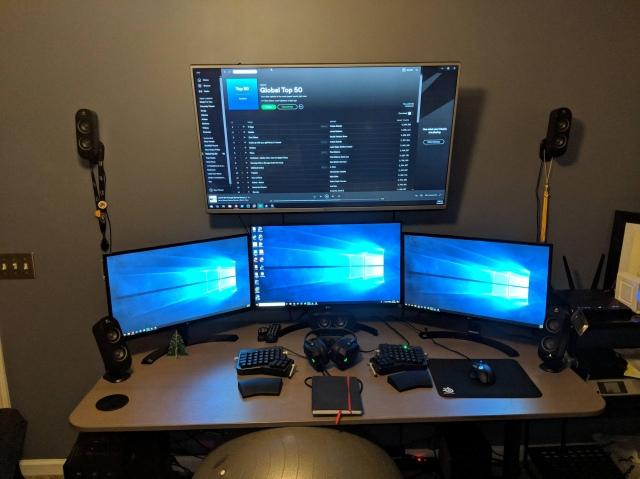 PC_Desk_152_60.jpg