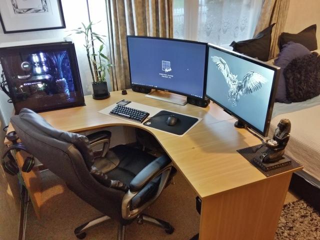 PC_Desk_152_70.jpg
