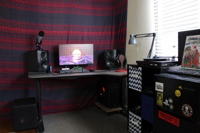 PC_Desk_152_81.jpg
