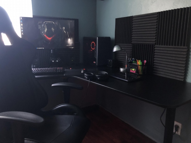 PC_Desk_153_03.jpg