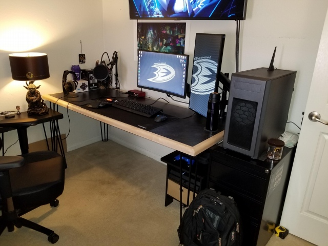 PC_Desk_153_05.jpg