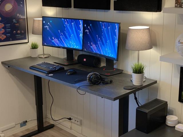 PC_Desk_153_07.jpg