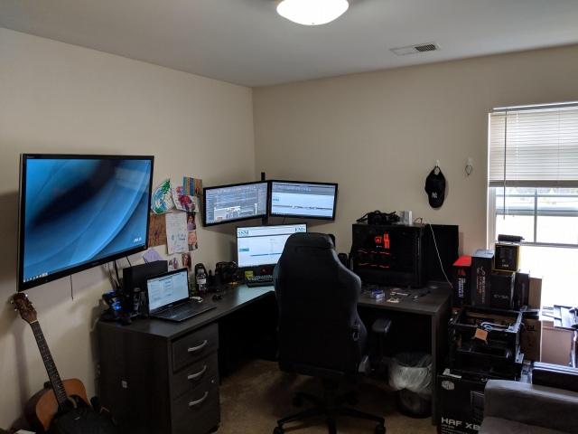 PC_Desk_153_12.jpg