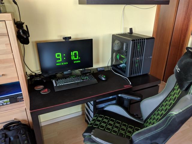 PC_Desk_153_17.jpg