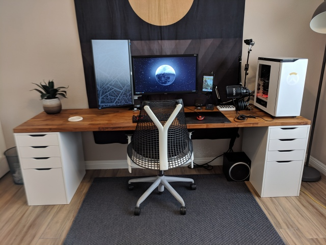 PC_Desk_153_21.jpg