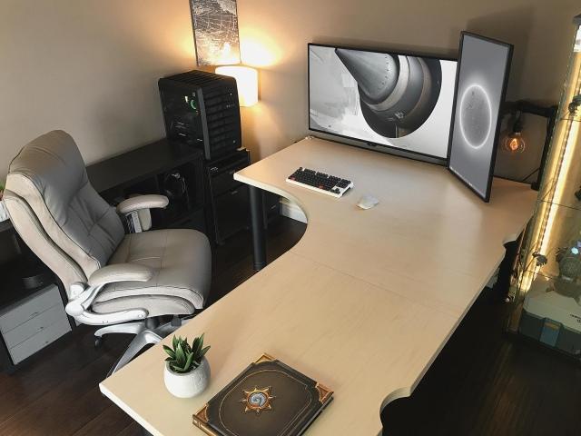 PC_Desk_153_28.jpg