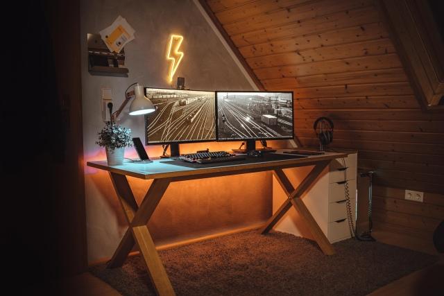 PC_Desk_154_01.jpg