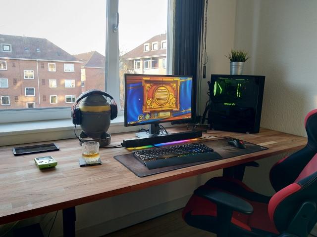 PC_Desk_154_09.jpg
