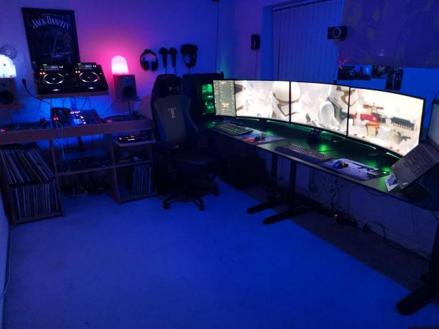 PC_Desk_154_16.jpg