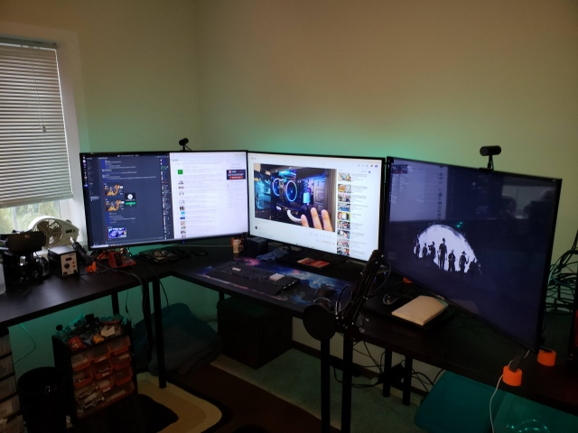 PC_Desk_154_35.jpg