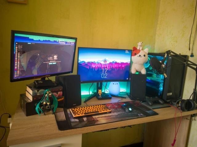 PC_Desk_155_02.jpg