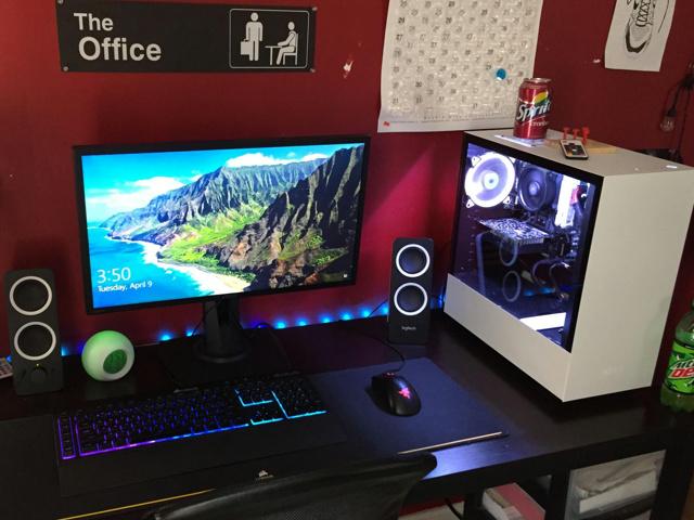 PC_Desk_155_03.jpg