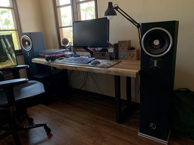 PC_Desk_155_06.jpg