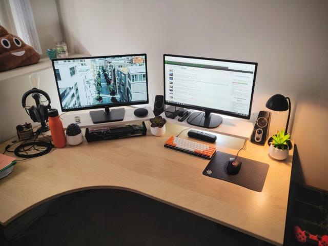 PC_Desk_155_28.jpg