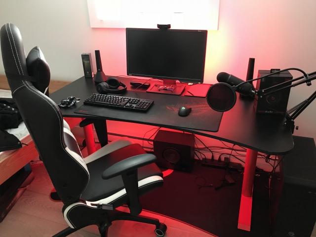 PC_Desk_155_92.jpg