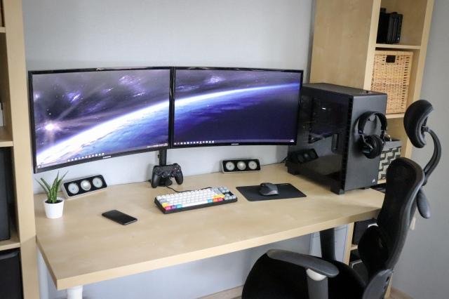 PC_Desk_156_15.jpg