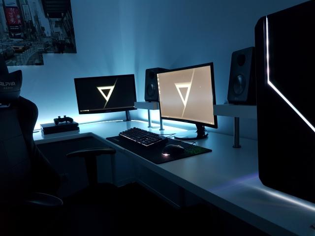 PC_Desk_156_68.jpg