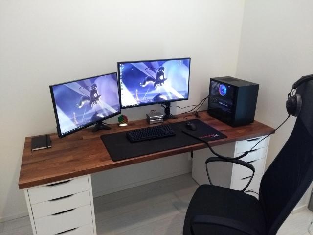 PC_Desk_157_03.jpg