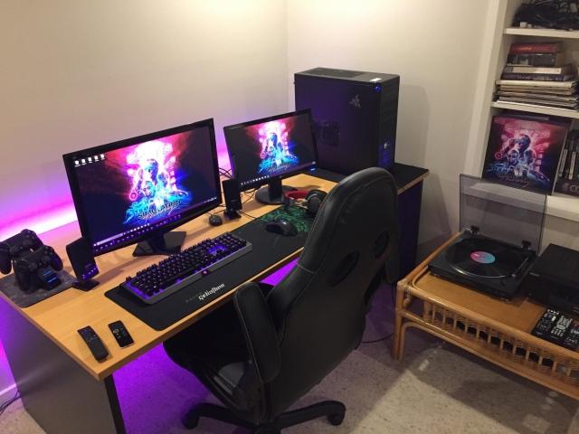 PC_Desk_157_05.jpg