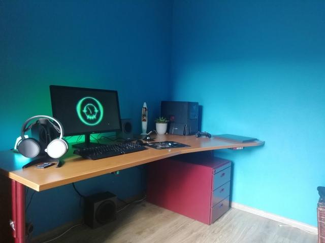 PC_Desk_157_12.jpg