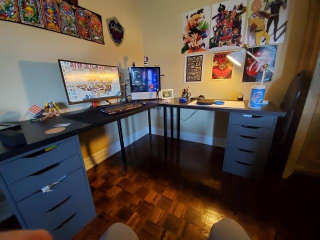 PC_Desk_157_21.jpg