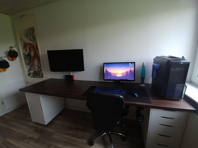 PC_Desk_157_59.jpg