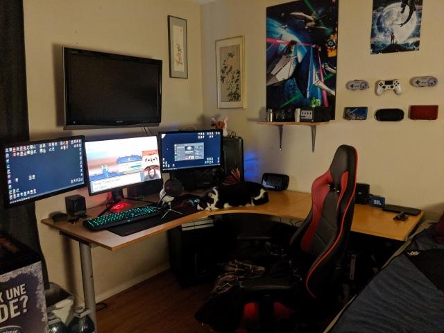 PC_Desk_157_70.jpg
