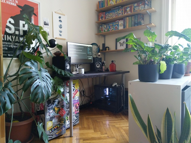 PC_Desk_157_89.jpg