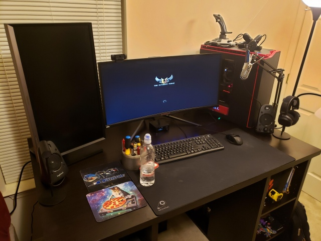 PC_Desk_UltlaWideMonitor41_12.jpg