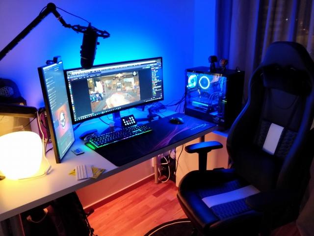 PC_Desk_UltlaWideMonitor41_13.jpg
