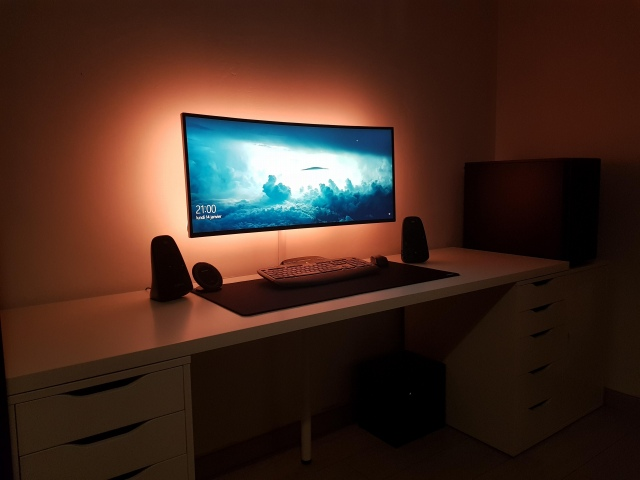 PC_Desk_UltlaWideMonitor41_15.jpg