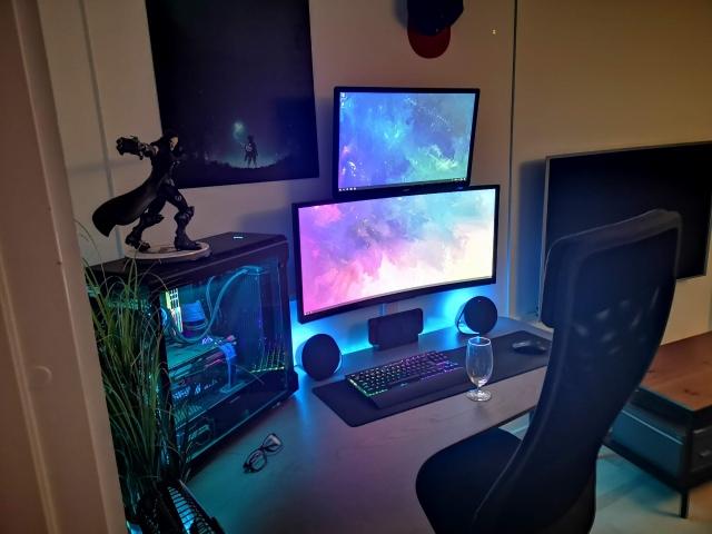 PC_Desk_UltlaWideMonitor41_18.jpg