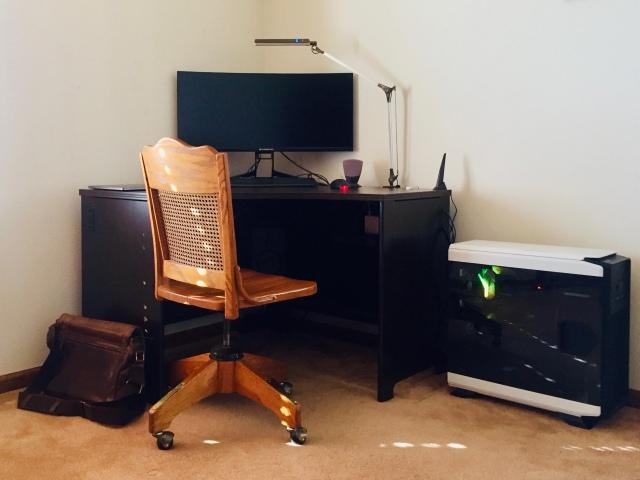 PC_Desk_UltlaWideMonitor41_21.jpg