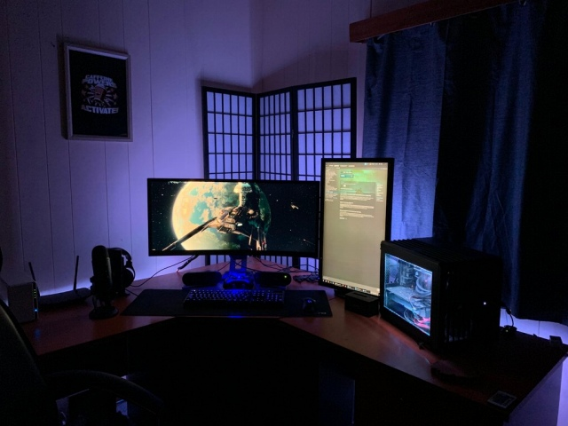 PC_Desk_UltlaWideMonitor41_22.jpg