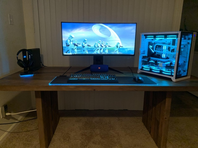 PC_Desk_UltlaWideMonitor41_24.jpg
